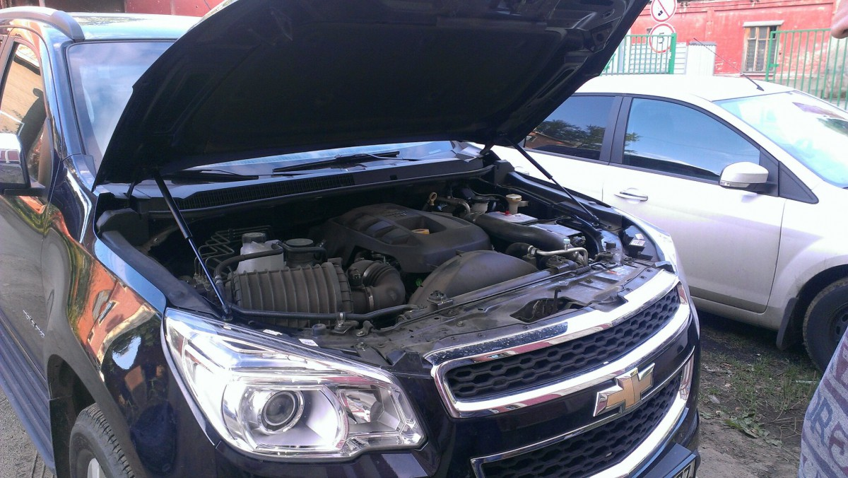 A-ENGINEERING Упоры капота для Chevrolet TrailBlazer II, 2012-н.в.